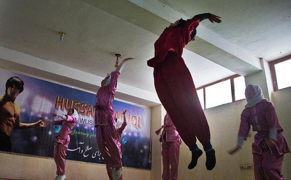 تصاویر : تمرین هنرهای رزمی توسط زنان افغان
