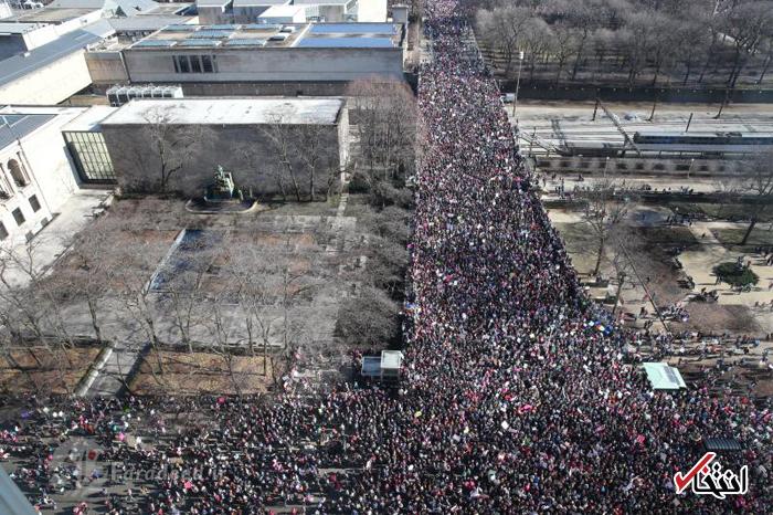 خواننده مشهور آمریکایی در تظاهرات ضد ترامپ: از شدت عصبانیت به سرم زده کاخ سفید را منفجر کنم! + تصاویر