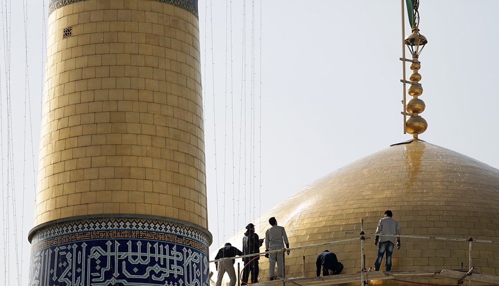 تصاویر : شستشوی گنبد حرم مطهر امام رضا(ع)