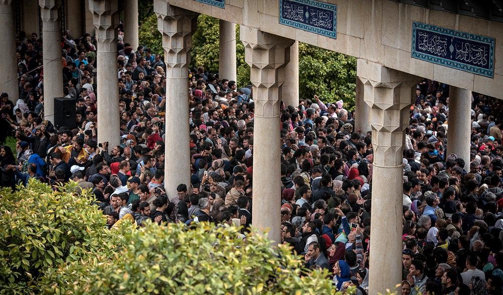 تصاویر : لحظه تحویل سال نو در حافظیه شیراز
