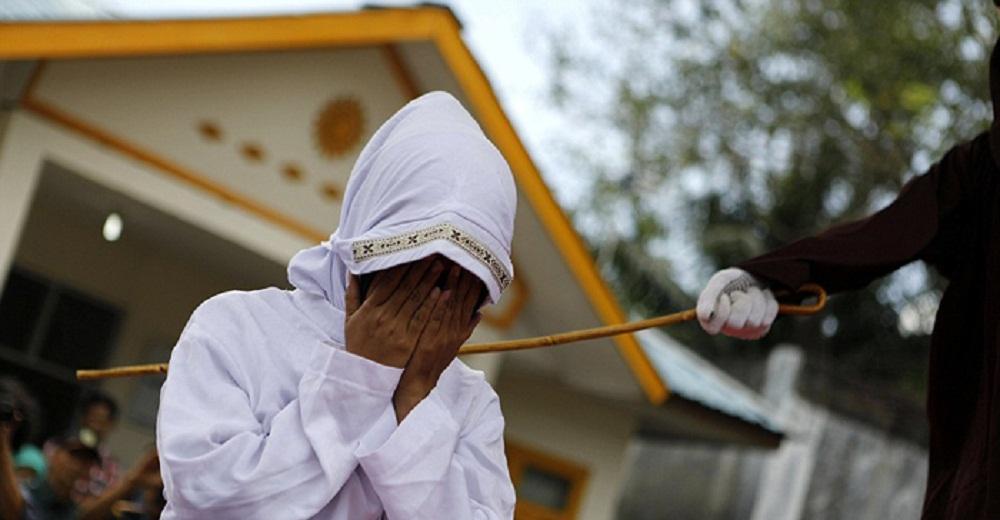 تصاویر : حکم شلاق در ملاءعام در اندونزی