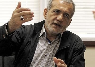 مجلس به سمت علی لاریجانی کشیده خواهد شد / لاریجانی و عارف اخیرا در مورد ائتلاف، بایکدیگر دیدار کرده اند / نمی توان از اقدامات بزنگاه لاریجانی چشم پوشید / یکی از این دو بزرگوار باید کنار بکشند