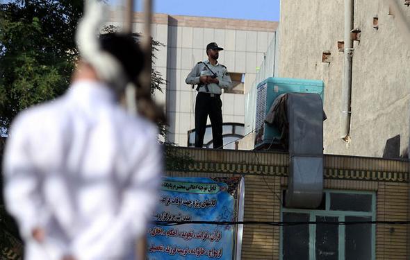 تصاویر : اعدام قاتل طلافروش در مشهد