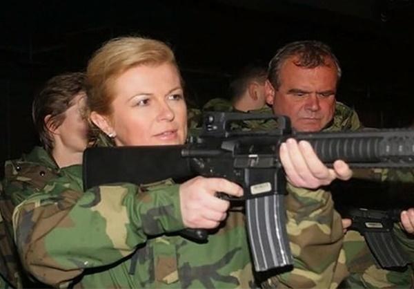 رئیسجمهور کرواسی در لباس نظامی / عکس