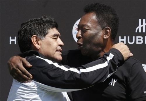 آشتی فوتبالی قرن در پاریس/ برخورد صمیمی پله و مارادونا به بهانه صلح جهانی