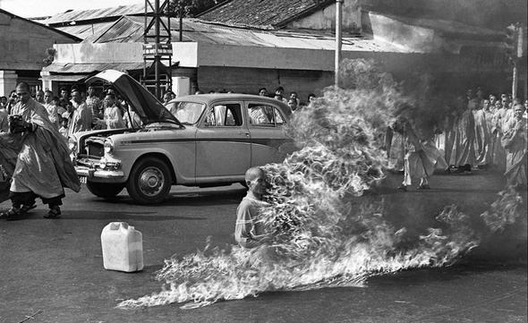 تصاویر : تاثیرگذارترین خودسوزی تاریخ