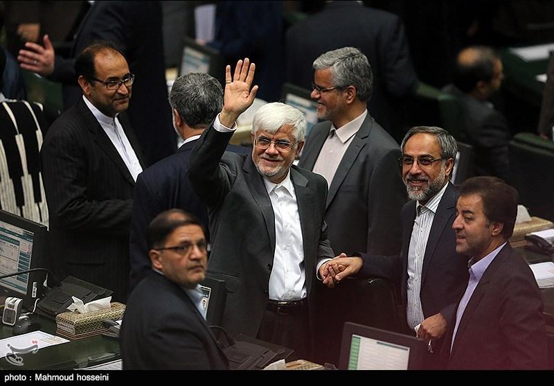 محمدرضا عارف در صحن مجلس/ عکس
