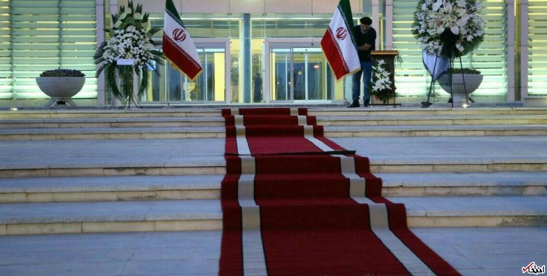 فرش قرمز برای پیکر کیارستمی / هنرمندان: احترام بگذارید و سلفی نگیرید