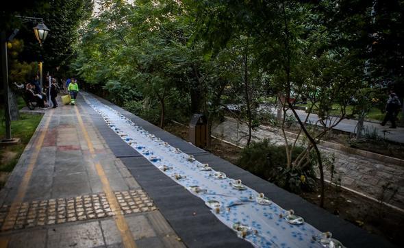 تصاویر : بزرگترین افطاری ساده خیابانی