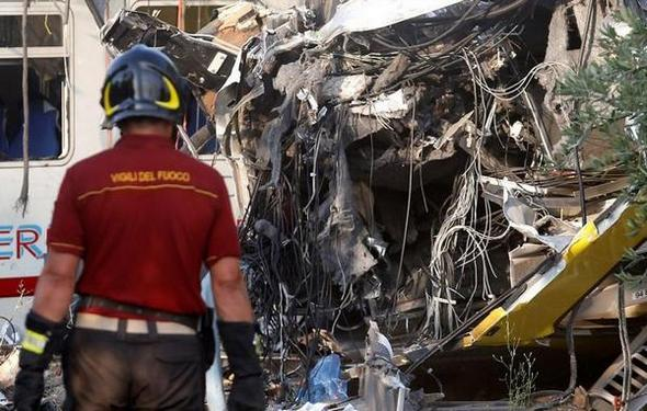 تصاویر : تصادف خونین دو قطار در ایتالیا