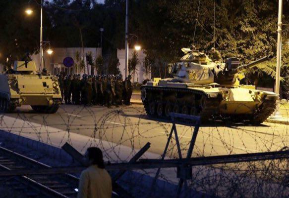 فوری///نخست وزیر ترکیه: ارتش کودتا کرد / حضور تانک در سطح پایتخت / برخی منابع: پای فتح الله گولن در میان است