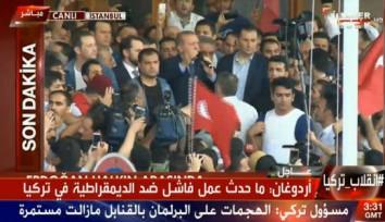اردوغان: کودتاچیان را رها نخواهیم کرد/ بازداشت یک ژنرال و 130 نظامی دیگر / پلیس ترکیه کودتاگران تسلیم شوند / 42 کشته در پی در گیری های چندین ساعت گذشت