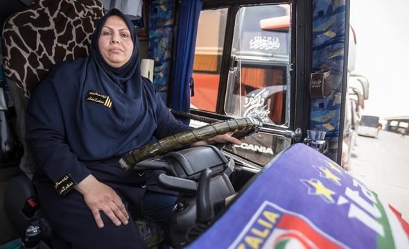 تصاویر : زنی که راننده اتوبوس شد