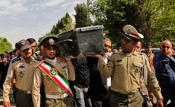 تصاویر : تشییع سربازان جان باخته