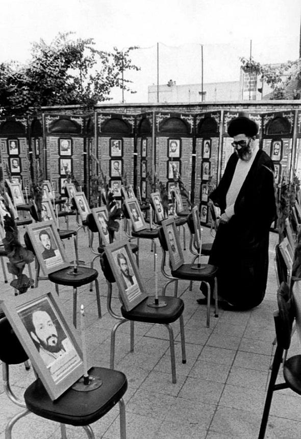 تصاویر : رهبرمعظمانقلاب در محل حادثه هفتم تیر