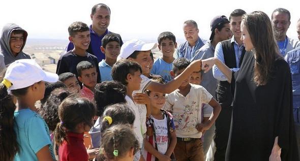 تصاویر : آنجلینا جولی در اردوگاه آوارگان سوری