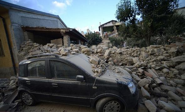 تصاویر : زمین لرزه 6.2 ریشتری در ایتالیا