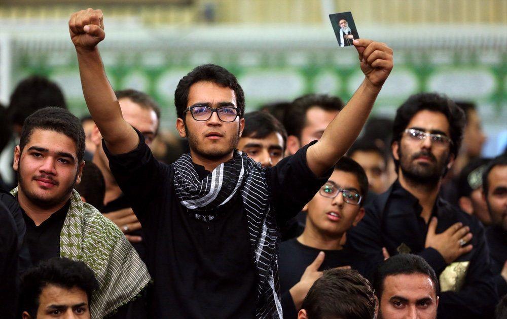 تصاویر : عزاداری شام غریبان در حضور رهبر معظم انقلاب