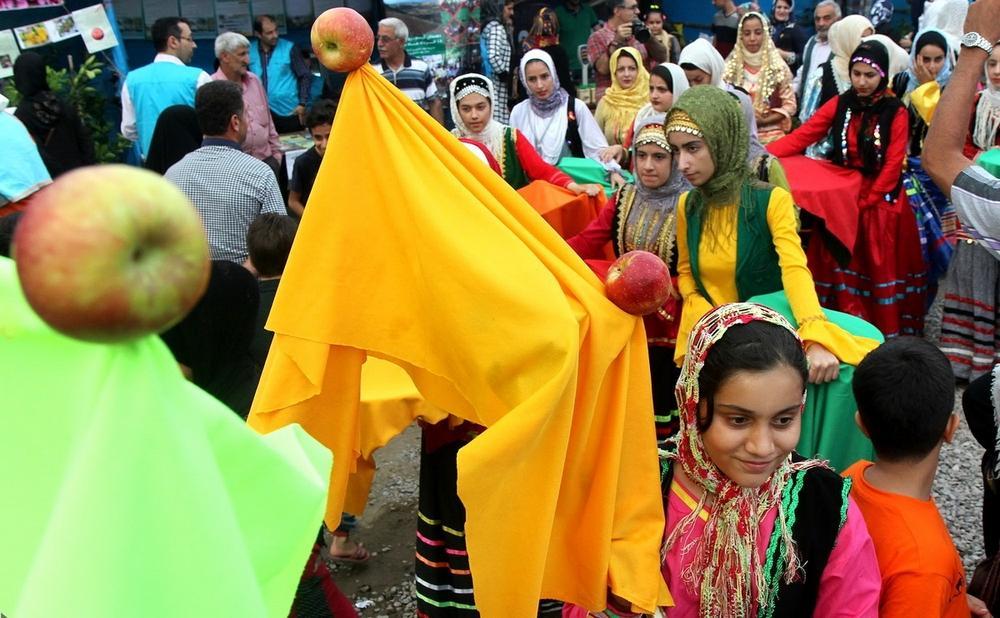 تصاویر : جشنواره بادام زمینی در آستانه اشرفیه