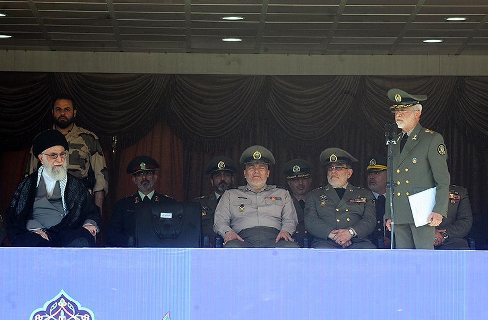تصاویر : حضور رهبرمعظمانقلاب در مراسم دانشآموختگی دانشجویان ارتش