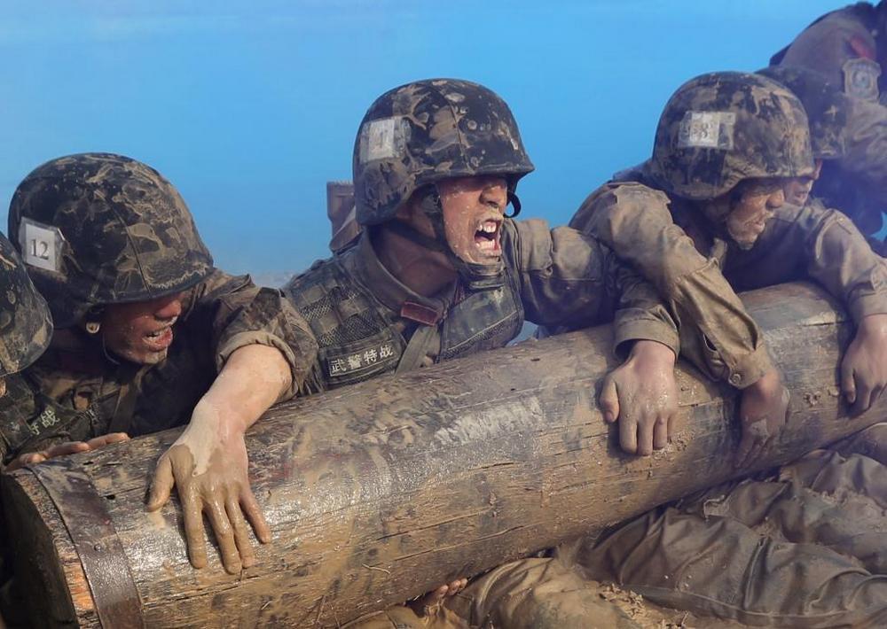 تصاویر : آموزش های سخت نظامیان در چین