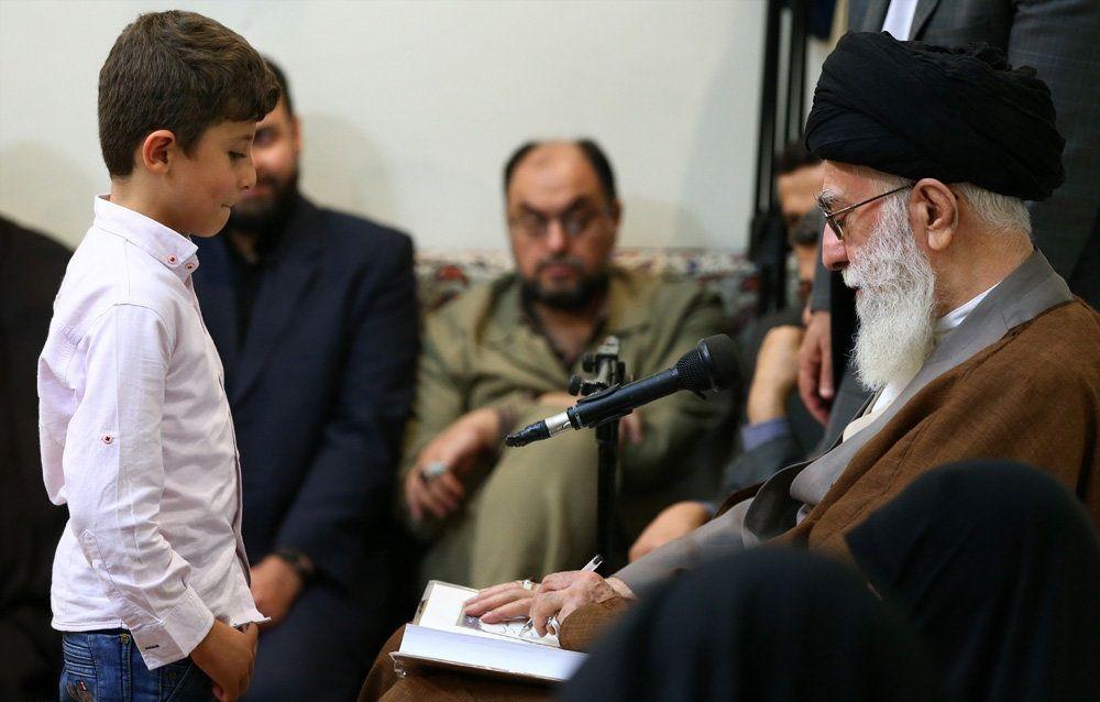تصاویر : دیدار خانواده شهدای مدافع حرم با رهبر انقلاب