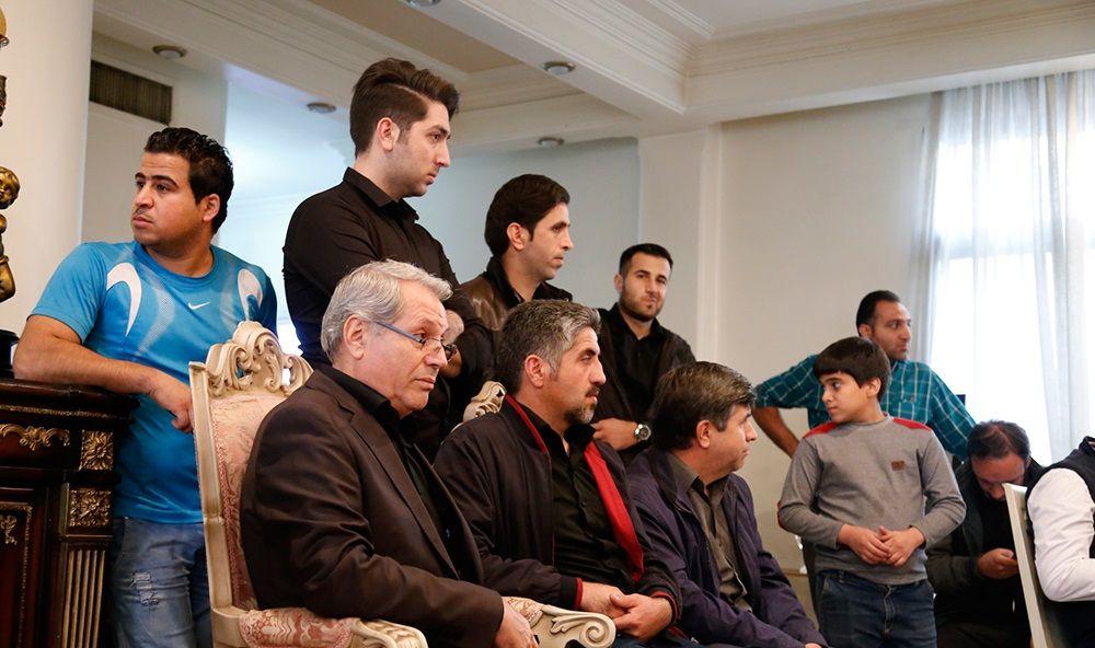 تصاویر : حضور هواداران و پیشکسوتان در منزل مرحوم