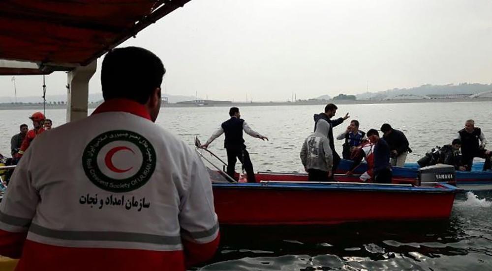 تصاویر : سقوط بالگرد در درياچه چيتگر
