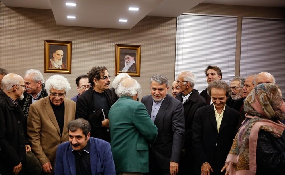 تصاویر : نشست صمیمی هنرمندان با وزیر ارشاد
