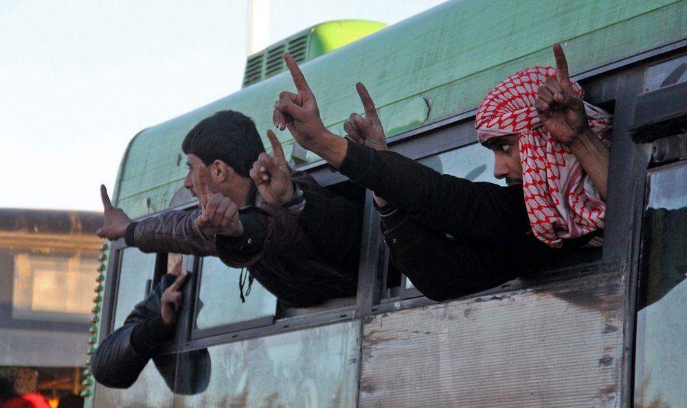 تصاویر : خروج تروریست ها از حلب
