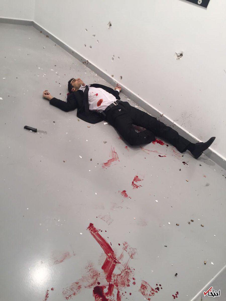 فوری/ ترور سفیر روسیه در ترکیه / سفیر کشته شد / ترکیه: ضارب افسر پلیس است / او هنگام تیراندازی فریاد زد: انتقام حلب را خواهیم گرفت / مهاجم خلع سلاح شد +تصاویر