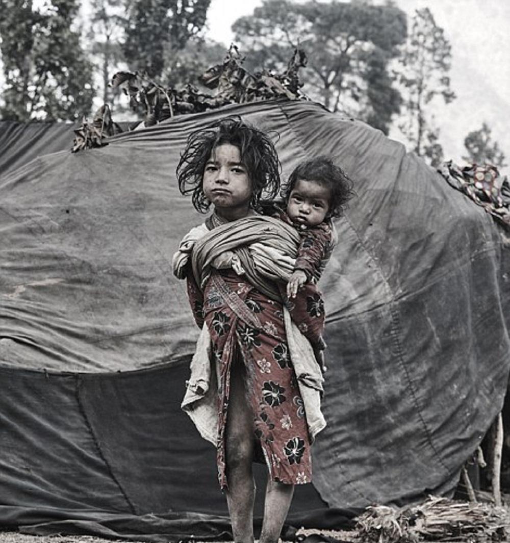 تصاویر : قبیله نپالی که مردههایش را ایستاده دفن میکند