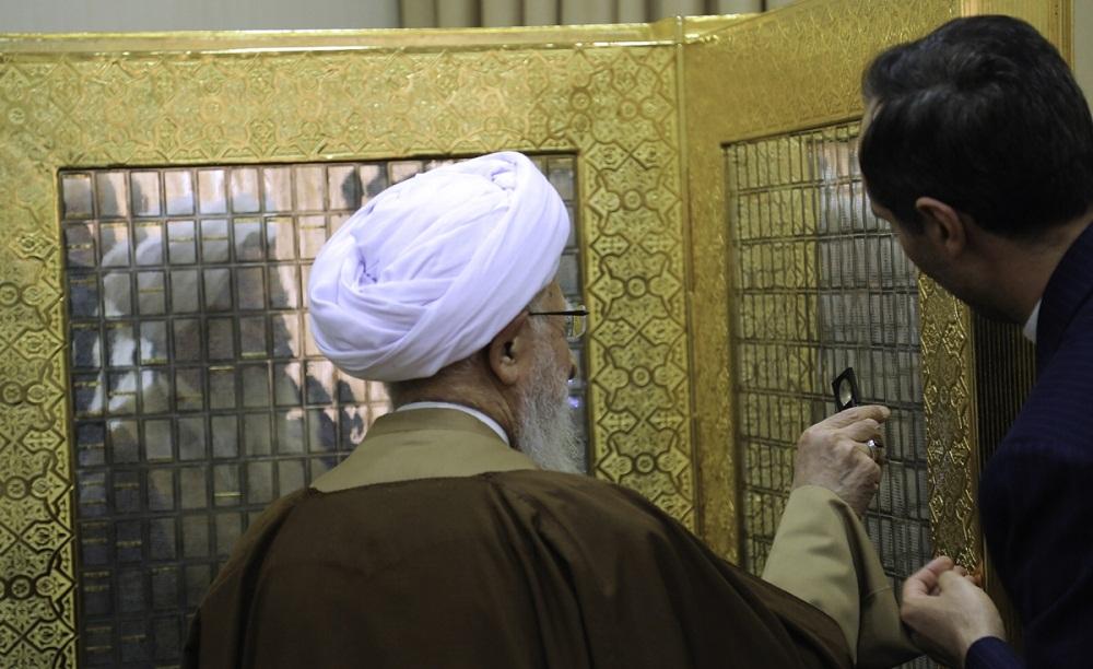 تصاویر : رونمایی از بزرگترین قرآن مطلای جهان