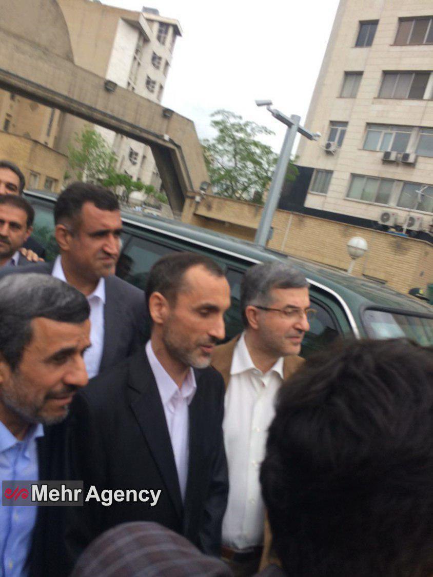 احمدی نژاد ، بقایی و مشایی وارد وزارت کشور شدند
