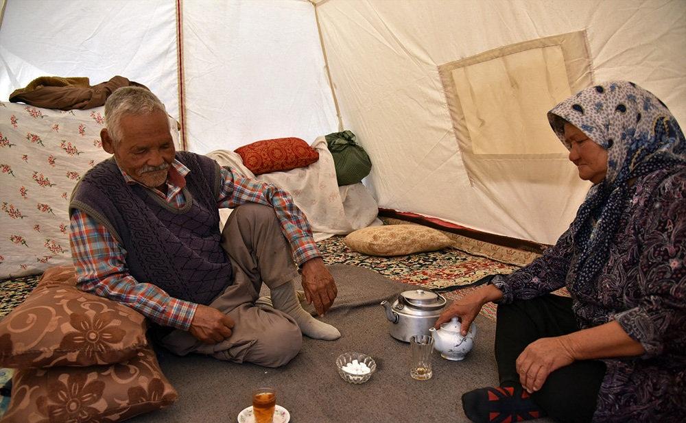 زلزله زدگان روستای دوقلعۀ شهر فریمان خراسان