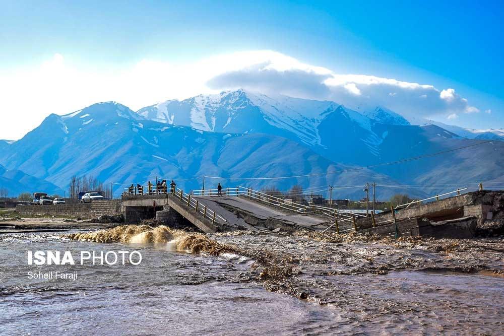 تصویری هولناک از تخریب یک پل توسط سیل در روستاهای آذریابجان غربی