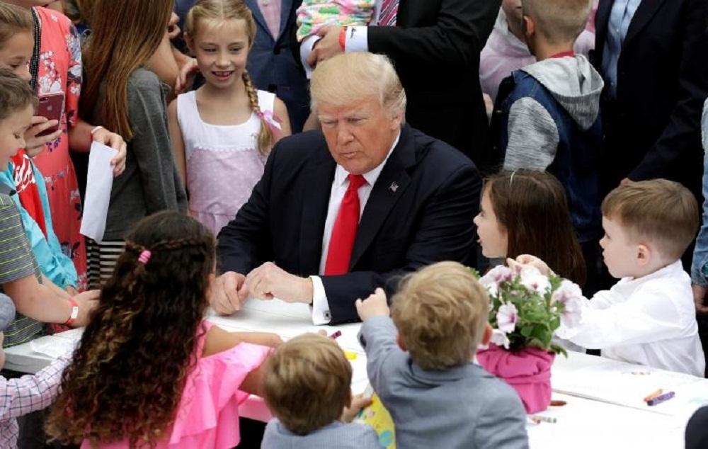 تصاویر : ترامپ و مسابقه حمل تخممرغ در کاخ سفید