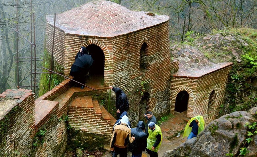/گزارش تصویری/ گردشگران نوروزی در طبیعت مسحورکننده ی قلعه رودخان