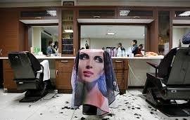 اتحادیه آرایشگران: موضوع آرایش بانوان توسط مردان را از طریق دادستانی دنبال میکنیم / حتی اگر ارائه این خدمات در خانه باشد بازرس میفرستیم و پلیس اماکن را در جریان قرار میدهیم