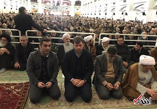 عکس/ سرمربی ترکیه ای تراکتور در نماز جمعه تبریز