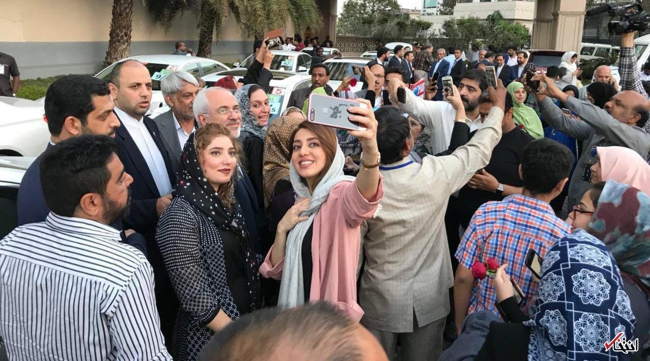 سلفی ایرانیان و شهروندان حیدرآباد هند با ظریف/عکس