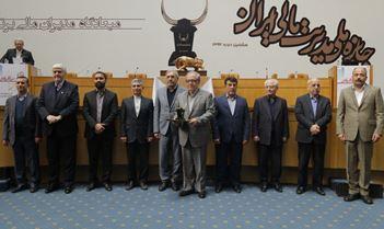 اعطای بالاترین نشان جایزه ملی مدیریت مالی ایران به