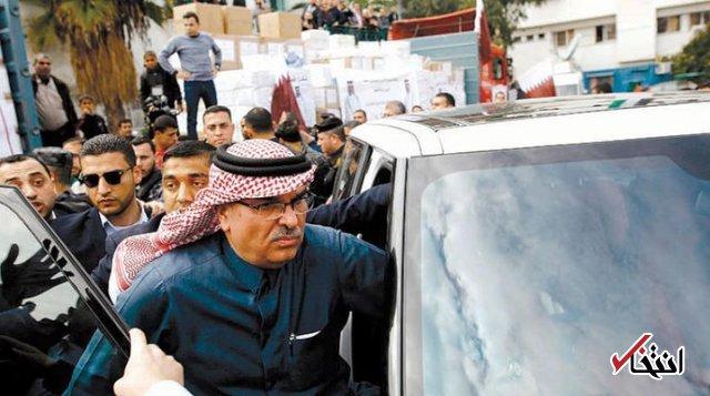 پرتاب کفش به سفیر قطر در غزه / عکس های امیر قطر پاره و پرچم این کشور پایین کشیده شد
