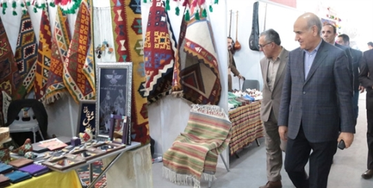 بازدید مدیرعامل بانک کشاورزی از سومین نمایشگاه توانمندی های روستائیان و عشایر