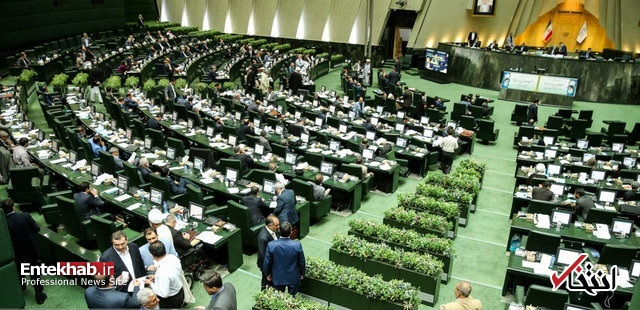 اخبار سینمای ایران     تحصن متقاضیان سوال از رییسجمهور در جایگاه هیات رییسه