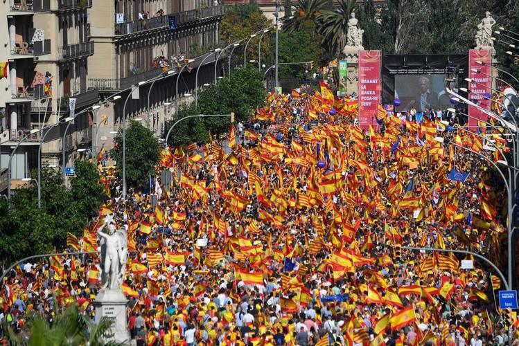 هزاران نفر در بارسلون خواهان تشکیل دولت جدید کاتالونیا شدند