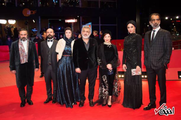 تصاویر :  کارگردان و بازیگران فیلم خوک روی فرش قرمز جشنواره برلین