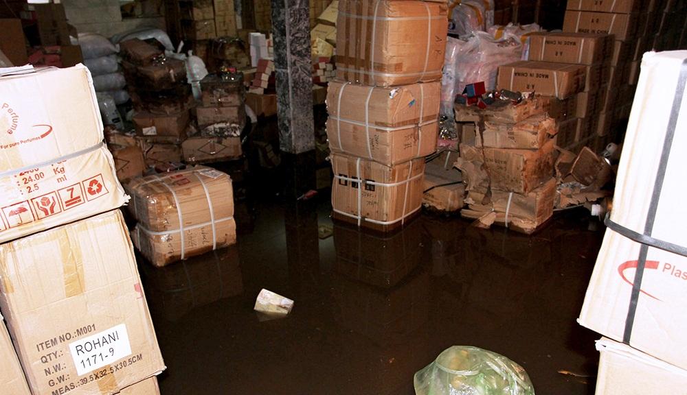 تصاویر : آبگرفتگی منازل مسکونی و معابر عمومی در پی بارش شدید باران - مشهد