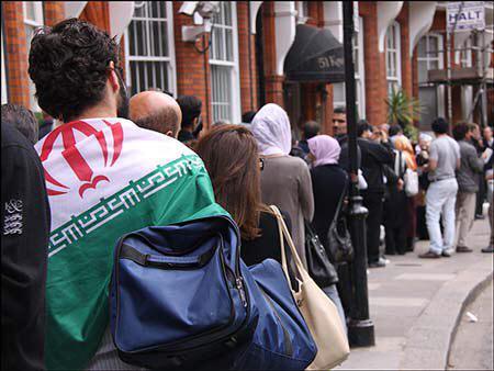 عکس/اولین رای در انتخابات ایران به صندوق ریخته شد