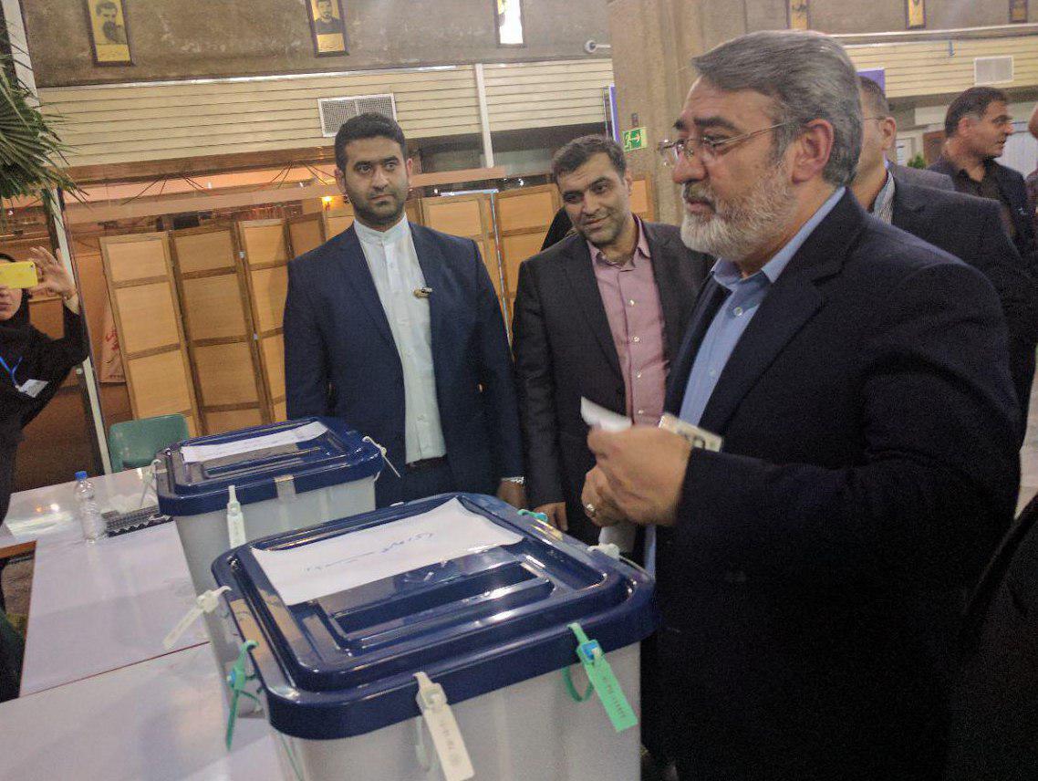 عکس/ رای وزیر کشور در وقت اضافه